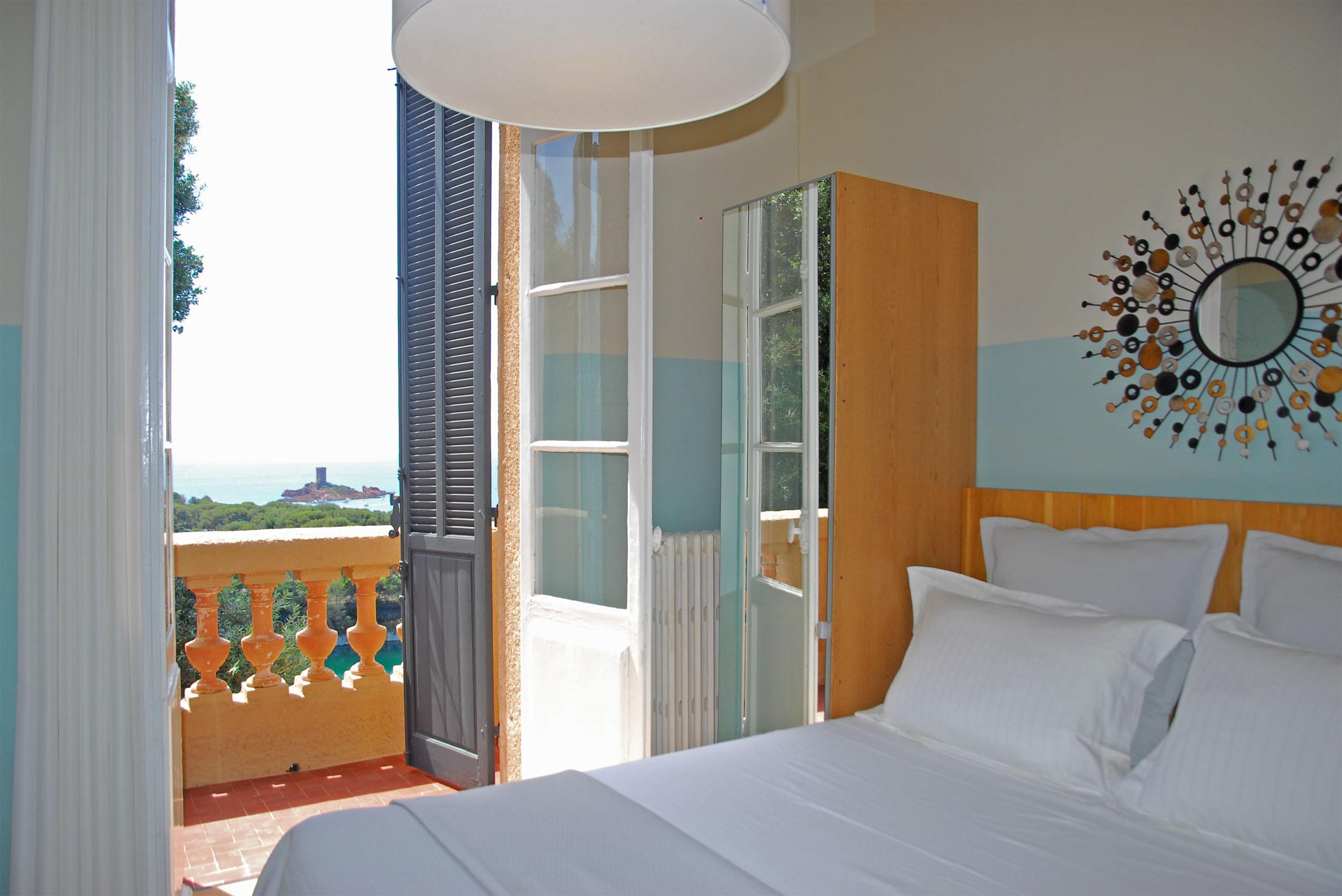 Chambre double avec balcon vue mer
